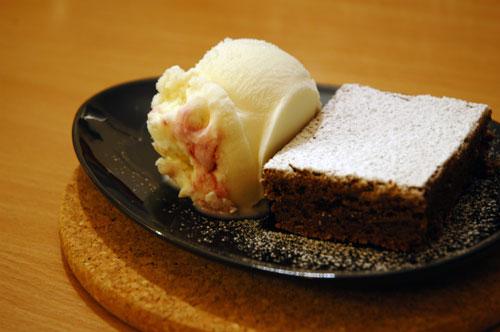 Καυτό… Brownies σοκολάτας με παγωτό – κόλαση και παράδεισος !